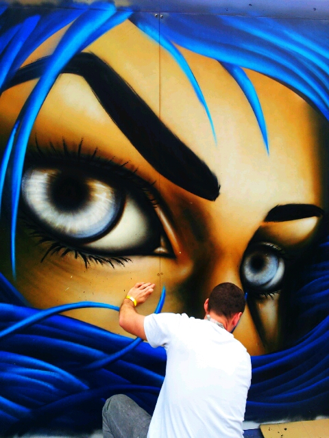 Eoin O Connor paints at Streetfest