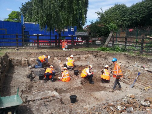 Volunteers and archaeologists beavering away on the dig site