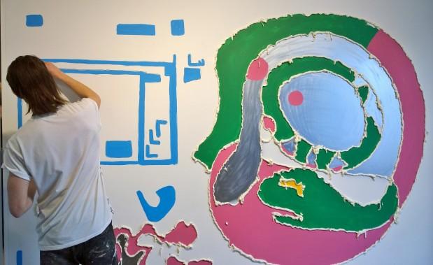 Christiann Nagel finishing his foam drawing
