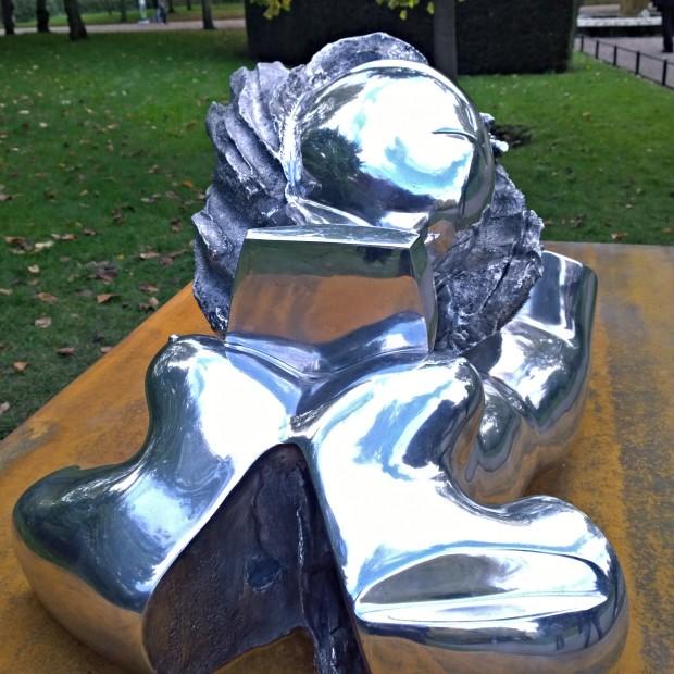 Thomas Schutte's Aluminiumfrau