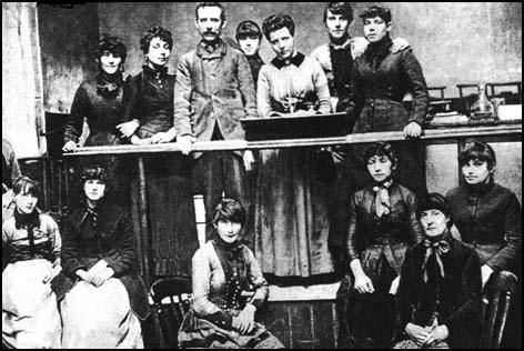 annie-besant-and-the-match-girls-stirke-committee